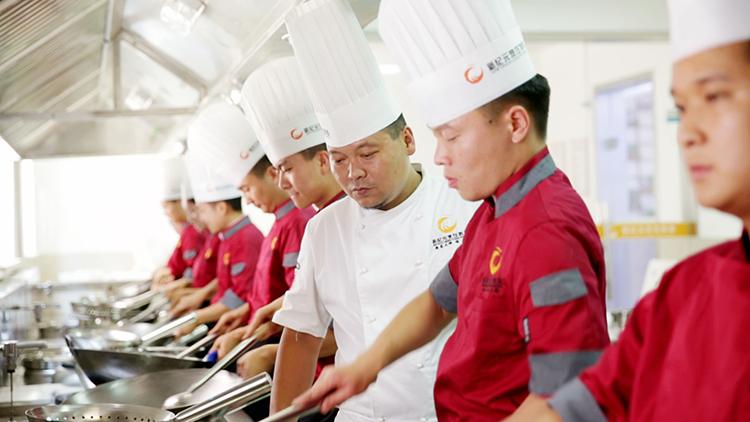 来陕西新纪元烹饪学校学厨师的理由