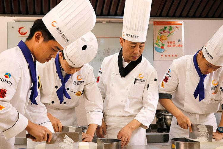 学厨师难不难_学厨师哪家学校好?